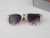 Free Shipping,   New Fashion UNISEX ray style wayfarer design two tone multi-color Sunglasses CH9002