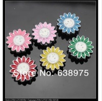 100pcs 8mm Smiling Flower Slide Charms DIY jewelry accessory.
