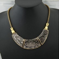Women luxury retro fashion snake pattern exaggerated chunky statement chokers necklace