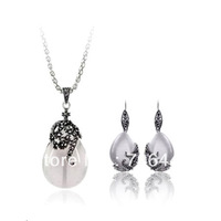 Vintage Style Antique Silver Plated Cat's Eye Stone and Rhinestone Crystal Pendant Necklace and Earrings Jewelry Set