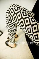 New Fashion Black&White geometric diamond lattice elastic Nine pants leggings