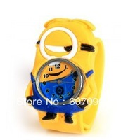 Freeshiping Pat Silicone Strap Quartz Wrist Watch with Lovely Single Eye Despicable Me Pattern in Fashionable Design