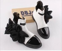 wholesale New chiffon flowers Europe winter mixed colors black and white patent leather stitching Pointed shoes women's boots