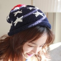 Free Shipping Five-Pointed Star Roll-Up Hem Ultralarge Bulb Knitted Hat Winter Students Caps Female Beanie Hat HTZZM-088