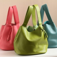 The new candy-colored leather tote first layer of leather handbags lock portable bucket cute handbag little lunch bag founder