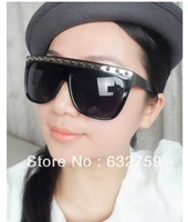 The new 2013 vintage sunglasses women sunglasses rivet punk glasses of personality