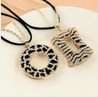 Min.order is $10 (mix order) New style fashion female leopard ring necklace jewelry circle Round Sweater chain