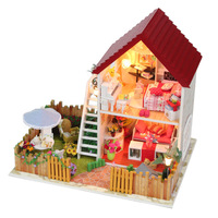 2013 DIY wooden miniature furniture doll house with garden mini vila doll house
