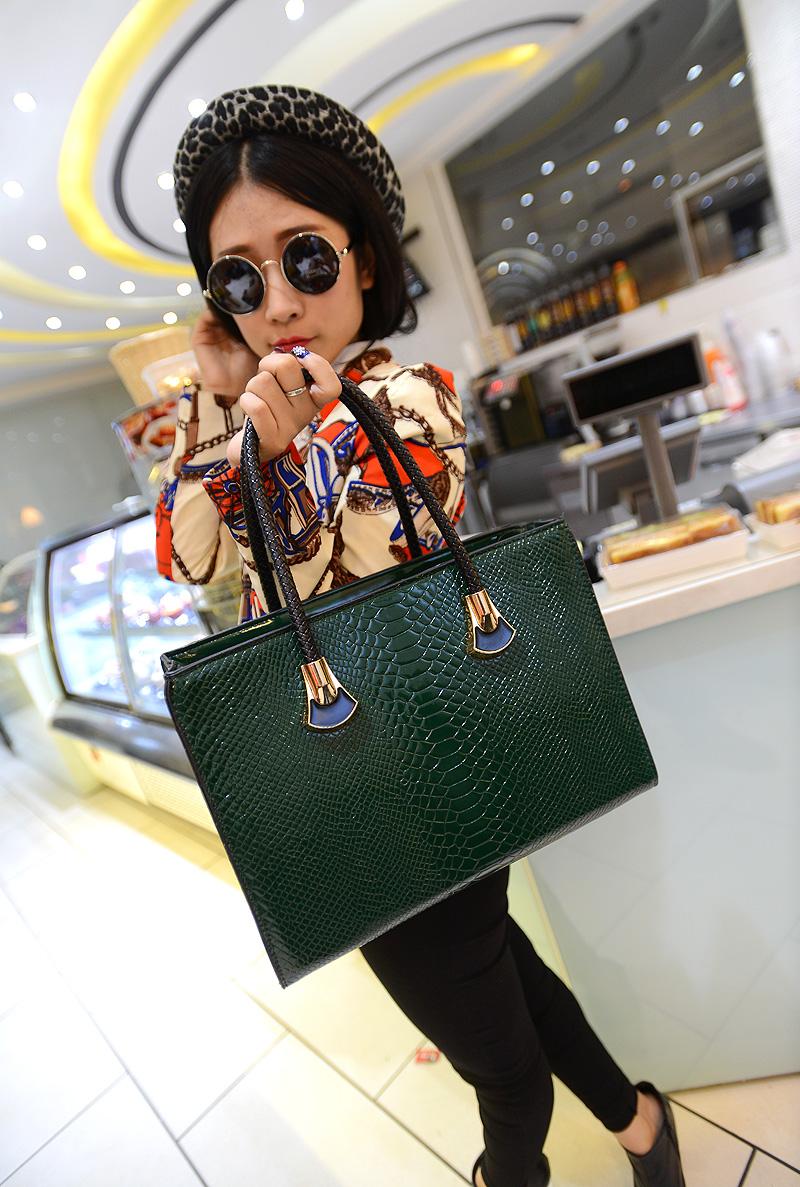 2013 fashion brief crocodile pattern big bag shoulder handbag messenger vintage