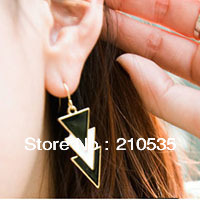 jaesy wholesale black and white triangle stud earring