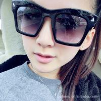 free shipping 957 wholesale sunglasses glasses big triangle rivets big box retro sunglasses girl gift accessories