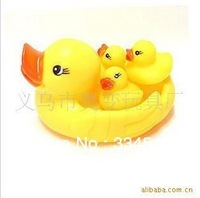 5psc/lot Factory Vinyl swimming duck duck with three ducklings pinching will ring puzzle cute Creative