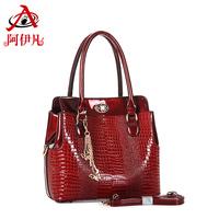 2014 new crocodile embossed patent leather handbag shoulder hand diagonal package