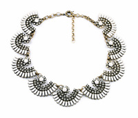 Fashion Vintage Crystal Fan-shaped Pendant Necklace
