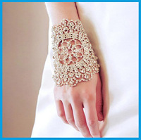 Top quality bling Fashion rhinestone Bridal hand chain Arm bracelet with finger ring wedding jewelry accessories women