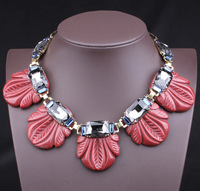 Free shipping new arrive five red flowers statement necklace fashion resin necklace women jewelry luxury chunky necklace fashion