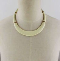 Wholesale Jewelry Stylish Enamel Cream Color Bib Necklace Women 7597