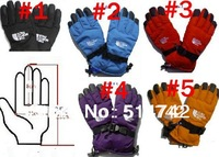 The new cycling waterproof wind resistant warm in winter thickened movement points refers to the women's ski gloves man