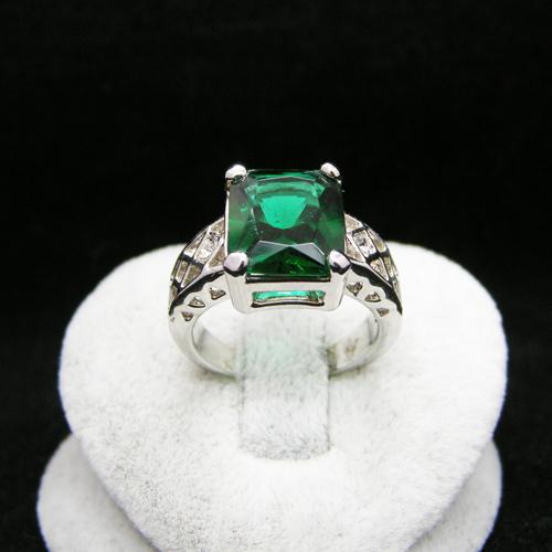 Elegant green gem tourmaline ring rigant 89154100020250ac(China (Mainland))