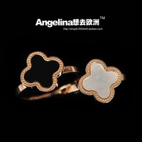 Free shipping the new black/white rose gold plated titanium steel lucky clover style ring