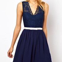 Free shipping 2014 new European and American women's sleeveless V-neck lace skirt princess dress 2958 double