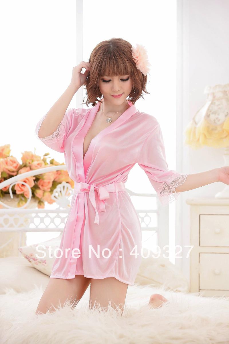 Фото женщина в розовом халатике 1 фотография