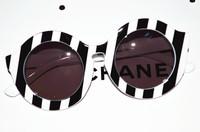 free shipping Fashion ladies oblique stripe sunglasses z