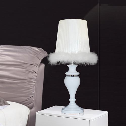 Lampe de table classique nouvelle mode plume blanche lampe for Lampe de table classique