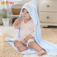Newborn baby holds gauze baby blankets baby parisarc newborn supplies autumn and winter
