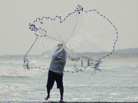FREE SHIPPING AS-100 The American style of Cast Net, Fishing Throw Fishing Net.Mesh Size 0.8 in. Radius 5 foot,Better for deep