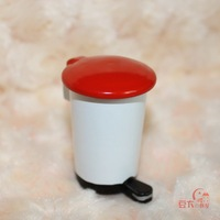 MIN CLUB- Mini dollhouse doll house garbage bucket modern pedal 60006 red lid