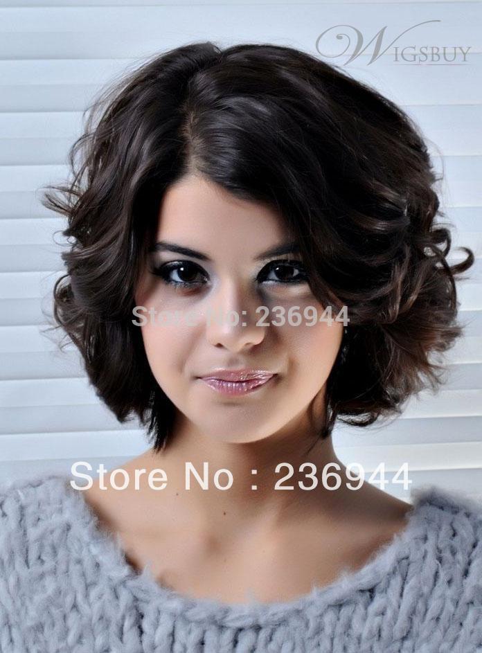 Прически и стрижки вьющихся волос средней длины