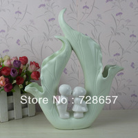Lovely and Romantic Handmade Ceramics and Porcelain Kissing of Boy and Girl Figure Sculpture Craftworks Decorative Furnishing