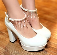 Free shipping 2014 single shoes shallow mouth thick high heel round toe tassel japanned leather women' s wedding shoes?