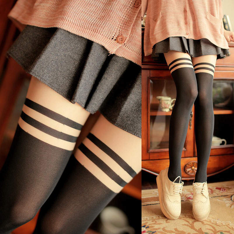 женские коленки в нейлоне фото