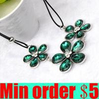 Quality Elegant Sparkling Inlaying Crystal Cat-eye Five Petal Flower Short Design Necklace