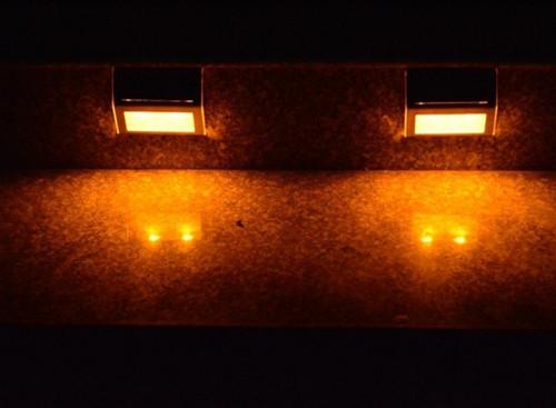 2pcs/lot caliente venta eco- ambiente luz solar del jardín con 2 led de ahorro de energía de la lámpara de la escalera de envío gratis