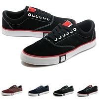 Free shippng    2014 new  men shoes suede low leisure shoes vulcanized shoes color hero combined seal