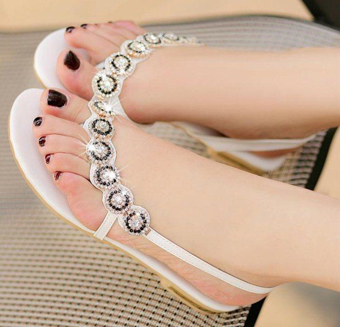 2014 New Bohemia Beaded Rhinestone Sandals Brand Fashion Women Summer Flats Casual Shoes Black White(China (Mainland))