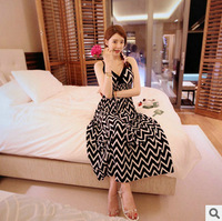 New Fashion Bohemia Slim Gallus Beach Dress V Collar Sleeveless Black And White Waves Stripe Long Dress Free Shipping