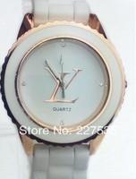 Free shipping the new fashion leisure luxury woman diamond quartz watch
