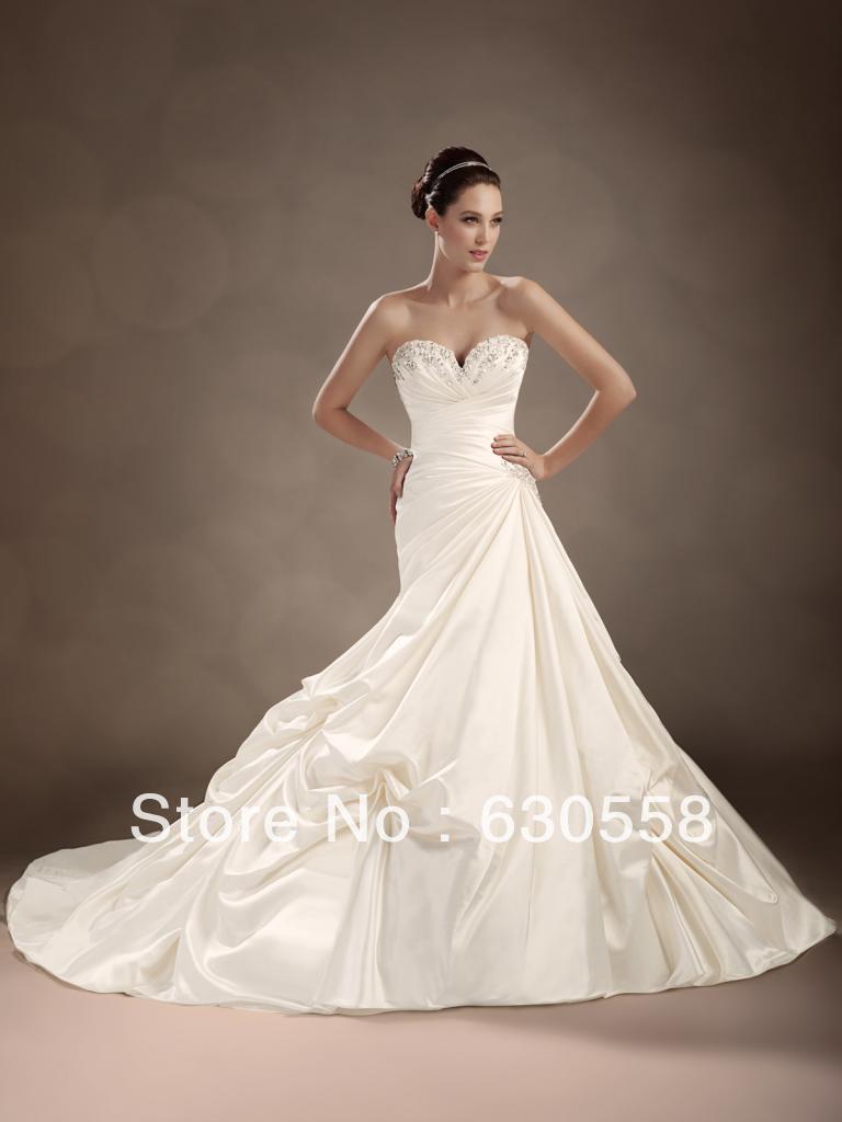 Robes de mariée en satin ivoire