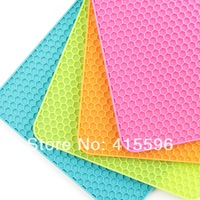 Colorful Silicone Waterproof Table Mat Square Pot Holder Bowl Pad Honeycomb Mat Random Color 2 Pieces + Free Shipping