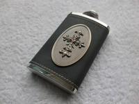 Retail--High quality HONEST 5oz PU leather wraped Liquor Alcohol buckle hip flask , Cross emblem Drink flask gift set