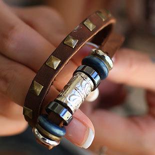 Rebites de couro fivela Criterium étnico corda mão de couro pulseiras Bead liga wen Cobre Pulseira & braceletes(China (Mainland))