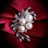 Wholesale Fashion Accessories Jewelry Full CZ Diamond Austria Crystal Pearl Flower Brooch Pin for Women