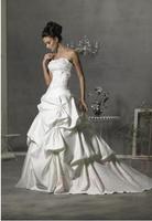 Designer design women's sexy wedding dress with long train design quality lace dress for women
