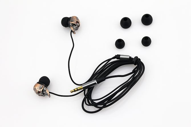 In-Ear 3.5mm High quality sound Stereo Headset Red Bronze Skull Shape Earphone TW-02 H67(China (Mainland))