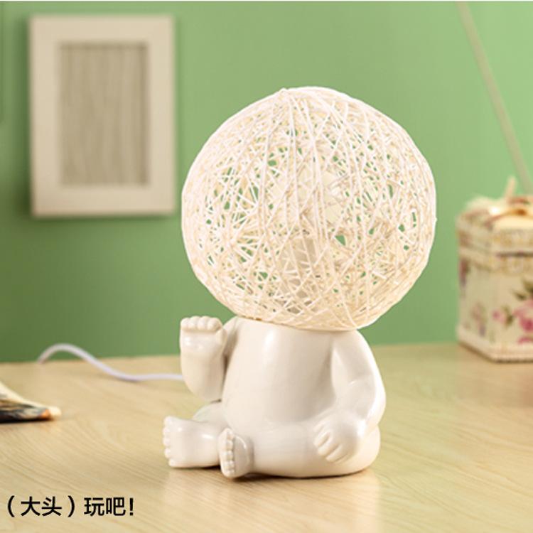 Lâmpada estudo personalizado candeeiro de moda boneca grande lâmpada de cabeça pequena luz noturna(China (Mainland))