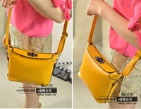 Summer new handbag shoulder bag Korean version of the influx of casual fashion retro candy colored diagonal packet